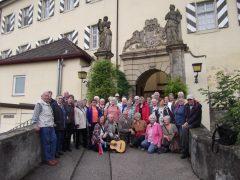 Fürther Nachbarschaft vor Schloss Horneck in Gundelsheim